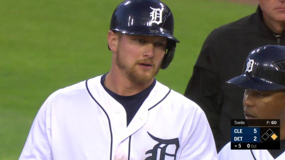 Hicks' RBI single up the middle