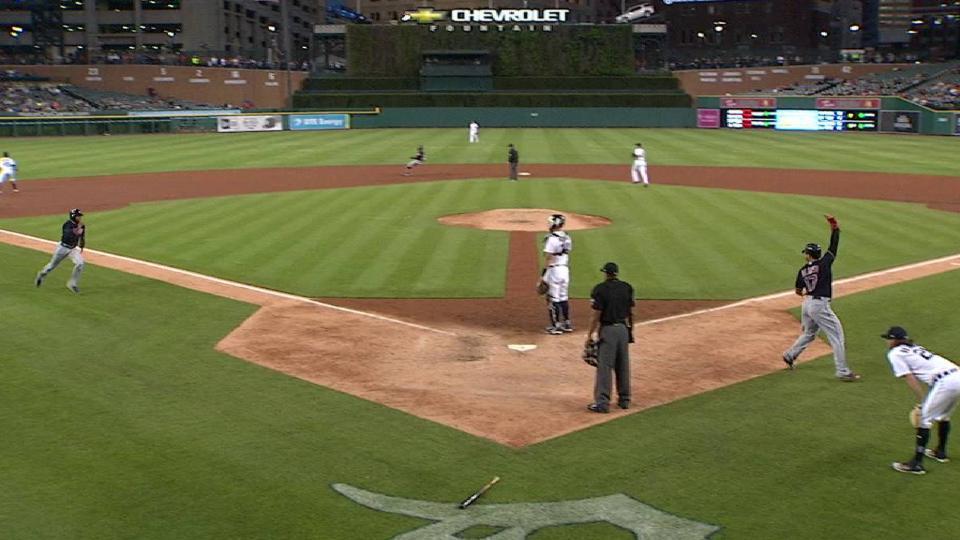 Davis' 2-run double