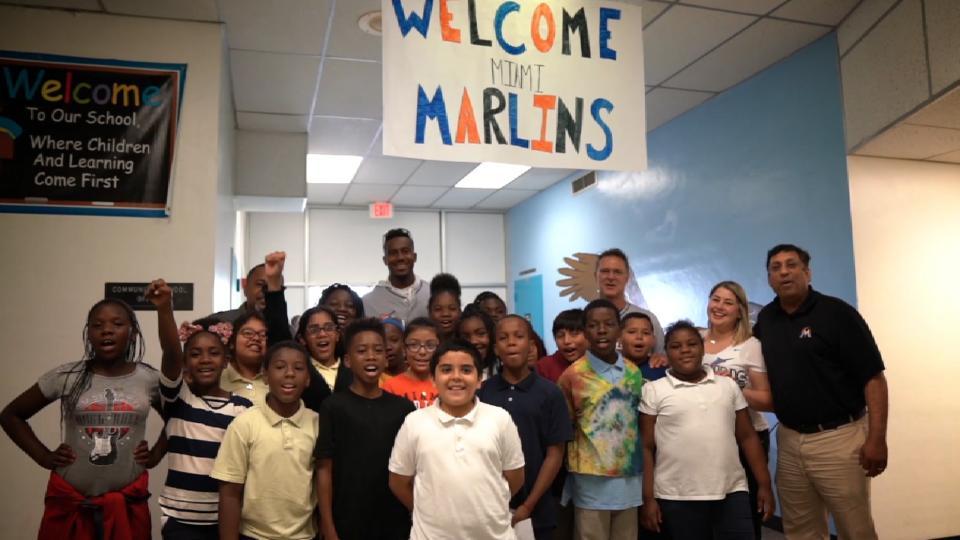 Mattingly, Brinson visit school