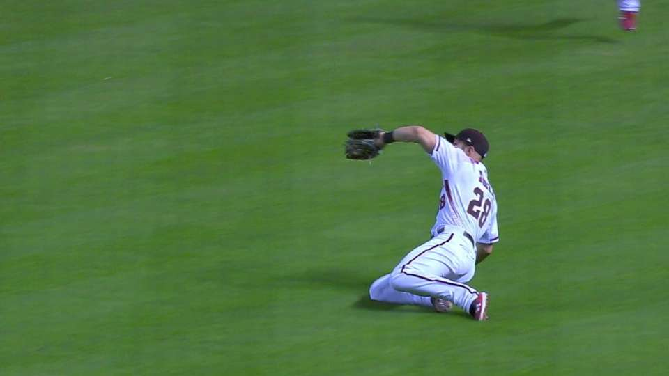 Souza Jr.'s sliding catch