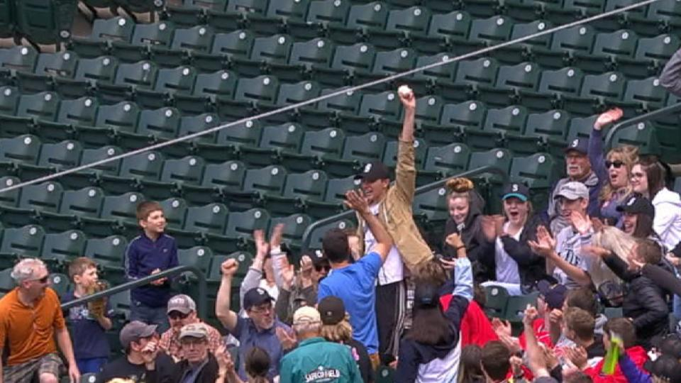 Fan makes catch with hat