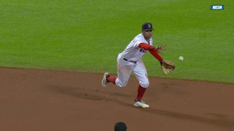 Bogaerts' strong diving play