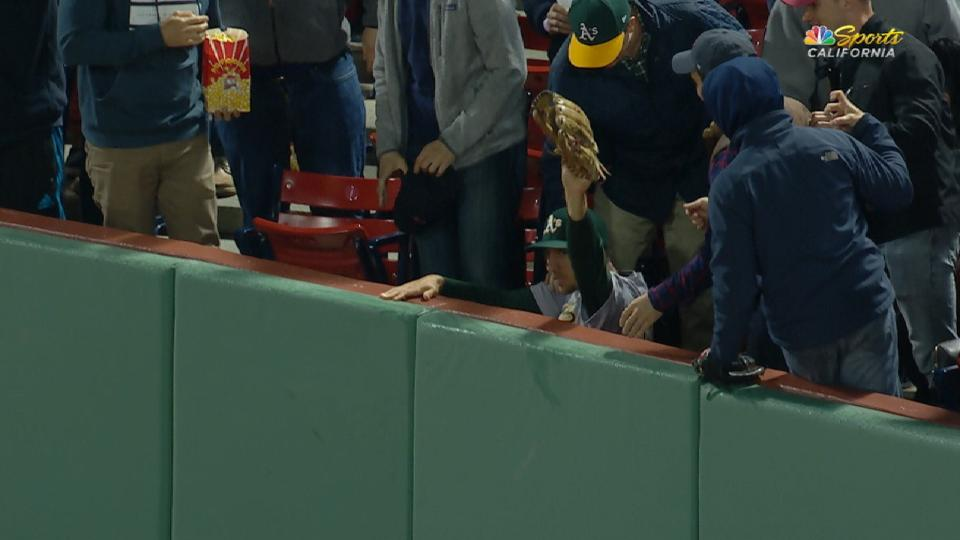 Piscotty's spectacular catch