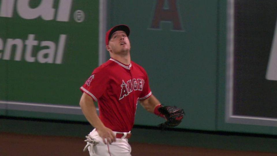 Trout's great running catch