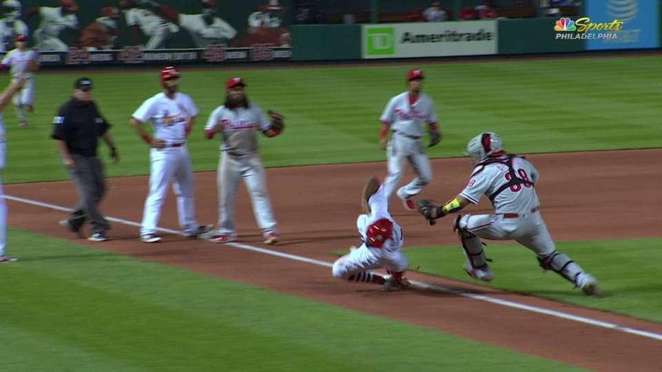 Phillies tag Fowler in rundown