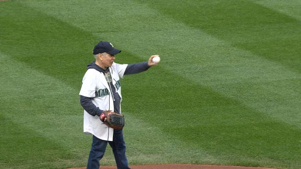 Paul Simon throws first pitch