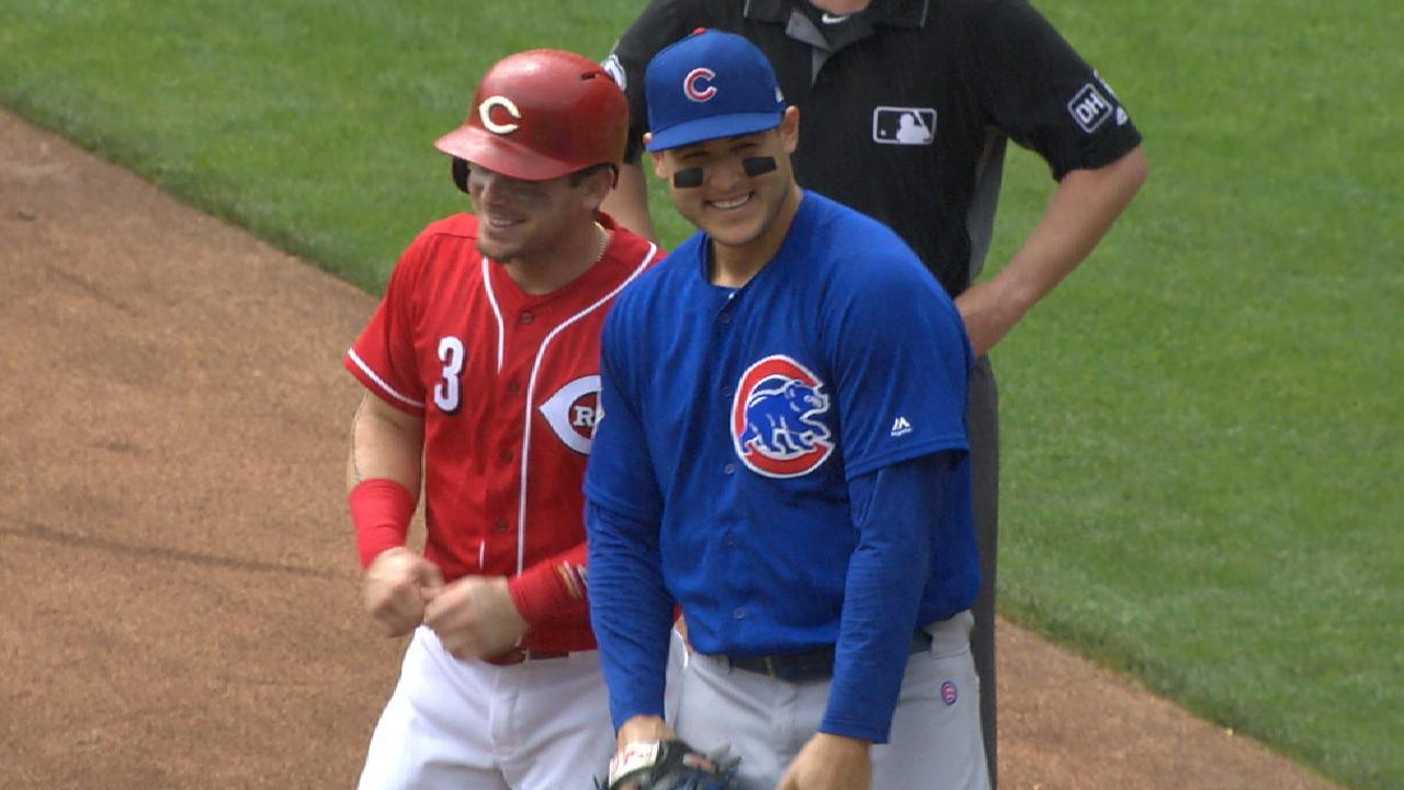 Scooter Gennett and Anthony Rizzo shared a fun moment on first base