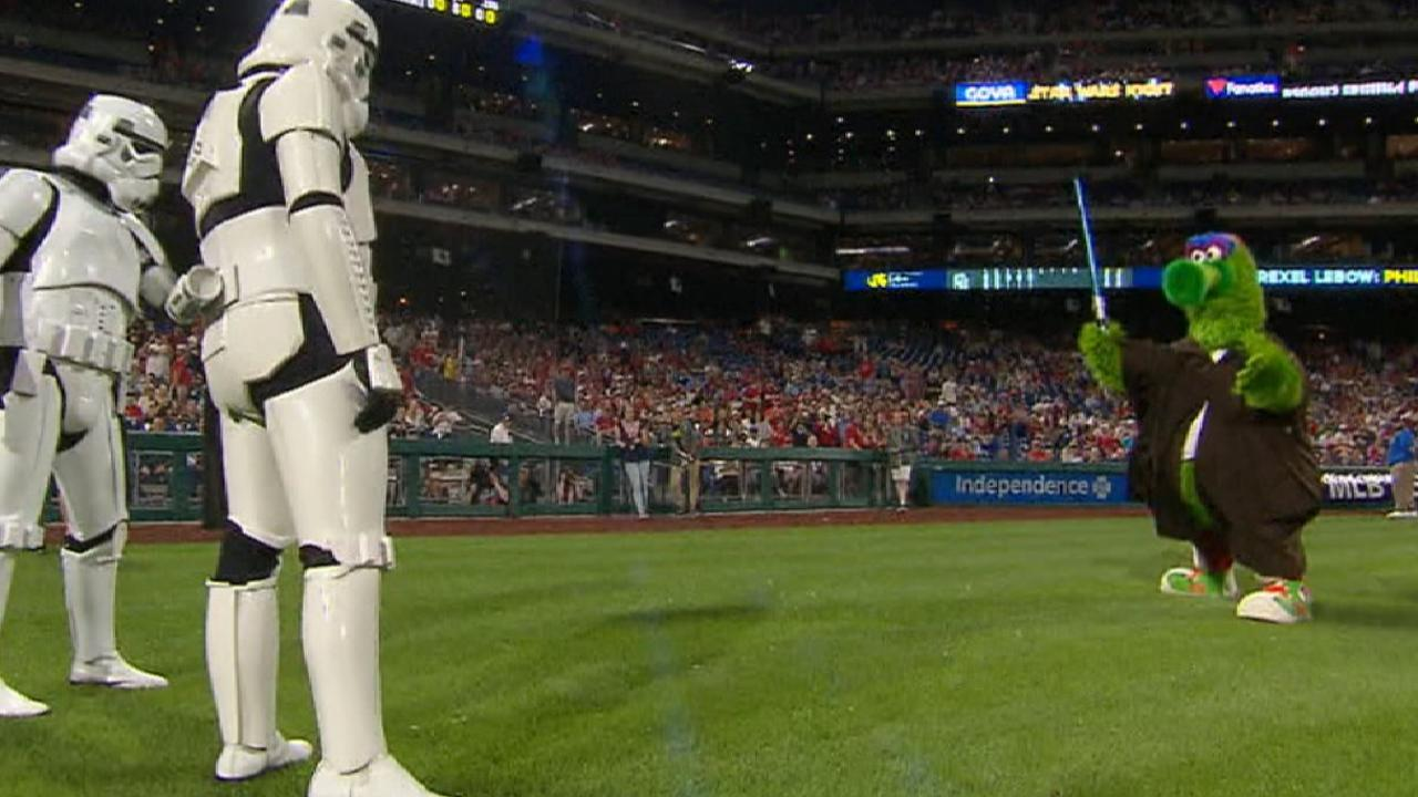5bdeefa9123a8f BB-8 delivered a holographic message from Rhys Hoskins to the Phanatic on Star  Wars Night