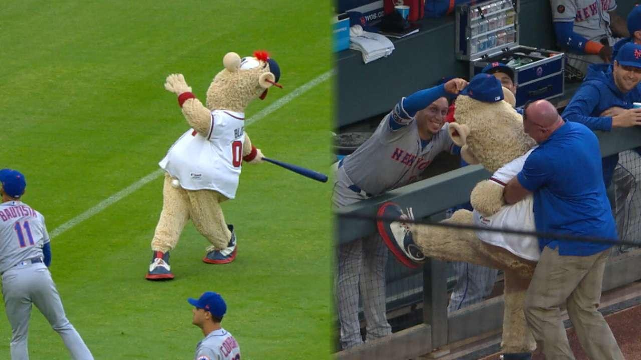0732113d6f7d3b Mets mess with Braves mascot, Blooper | MLB.com