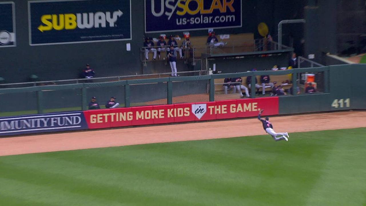 Zimmer\'s tremendous diving catch | 06/03/2018 | MLB.com