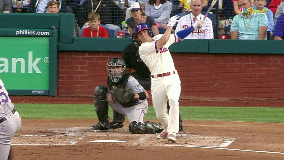 Kingery's 3-run home run to left