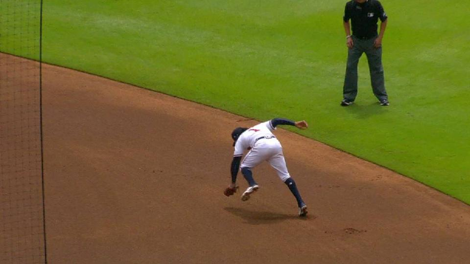 Albies' lunging catch