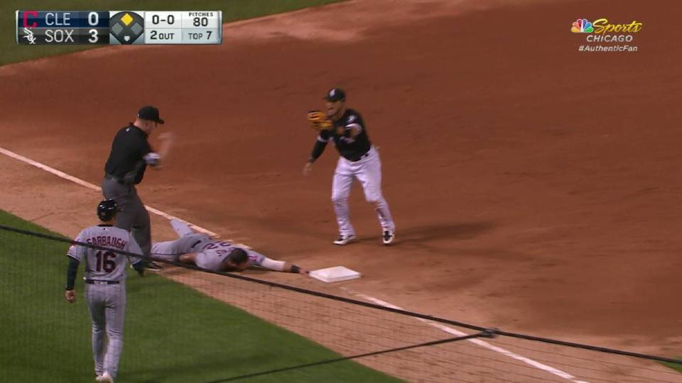 Abreu turns inning-ending DP