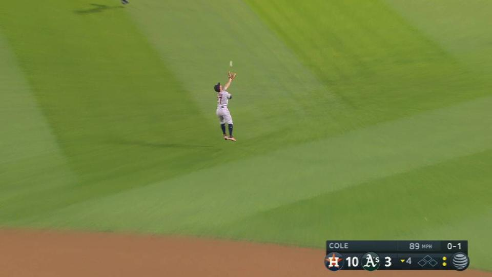 Altuve's crafty snag