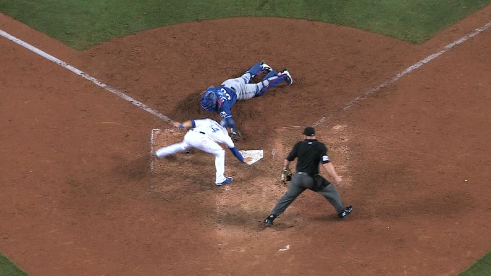 Hernandez avoids tag to win it