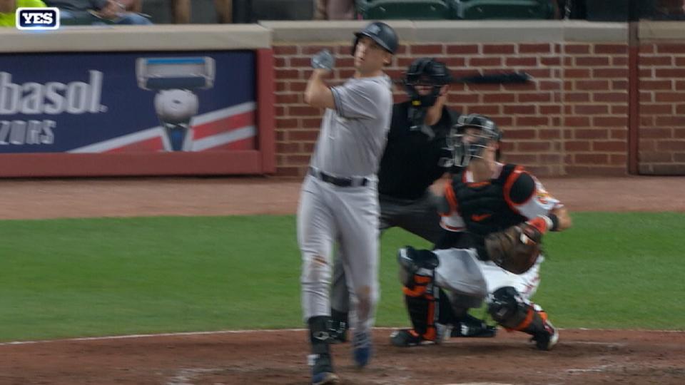 HR de Bird pone arriba a Yankees