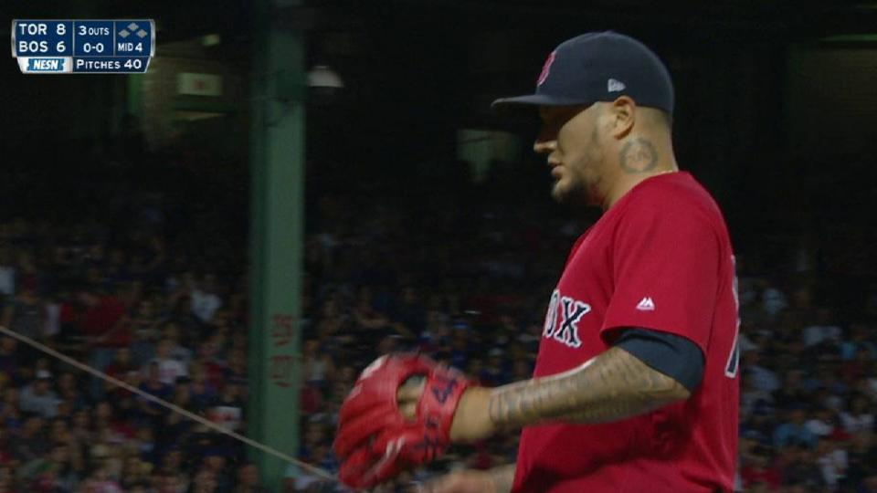 Velazquez gets out of jam in 4th