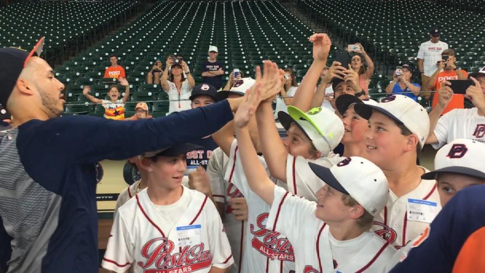 Astros meet Little Leaguers