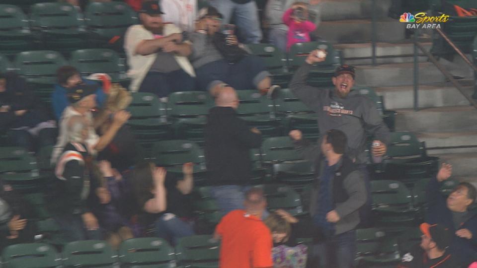 Fan makes great one-handed catch