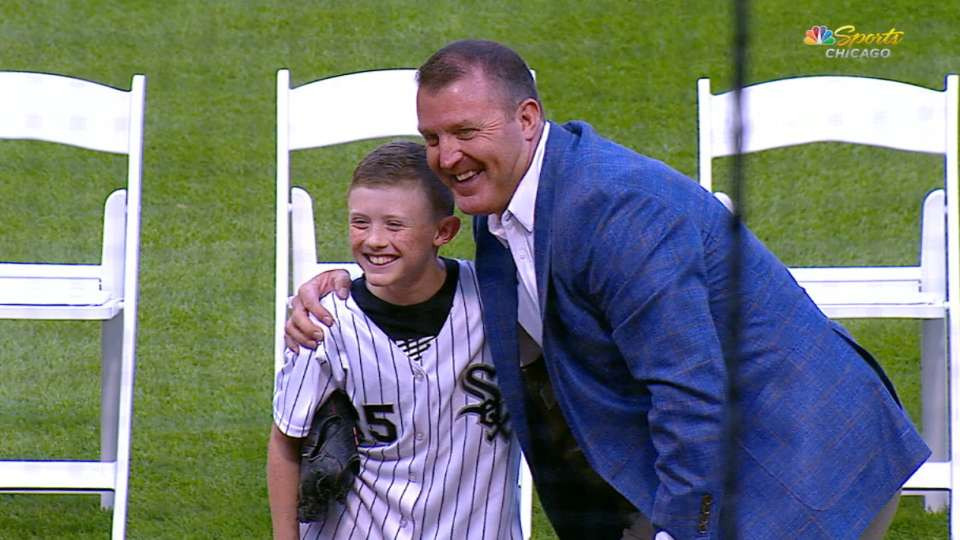 HOF Jim Thome throws first pitch