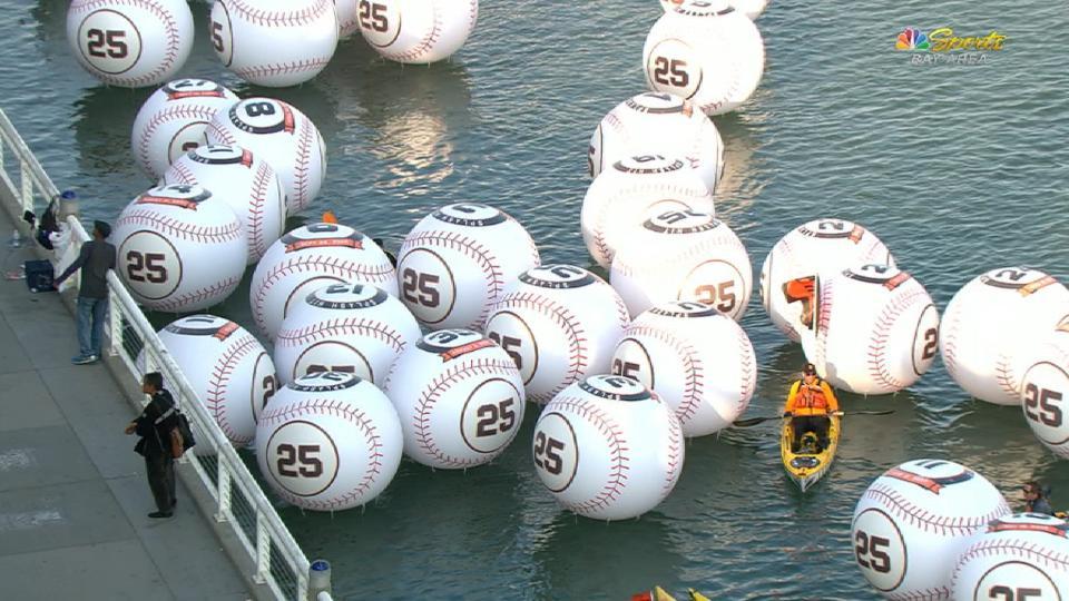 Giants honor Bonds' splashdowns