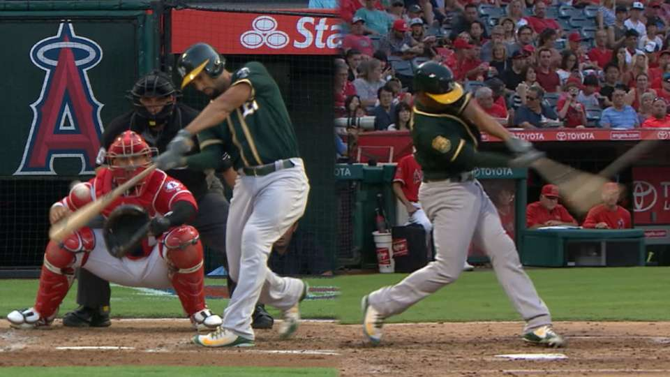 Semien's 2-homer, 4-RBI game