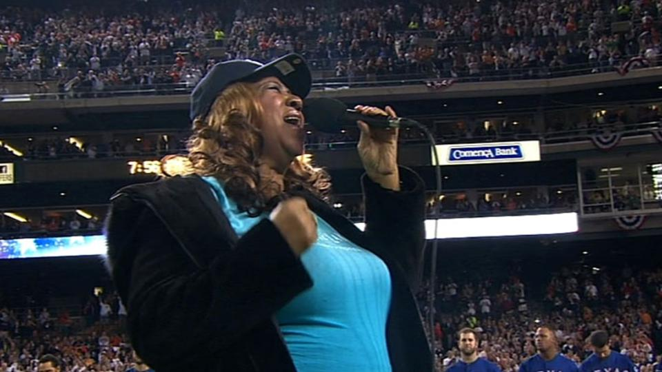 Aretha Franklin sings the anthem