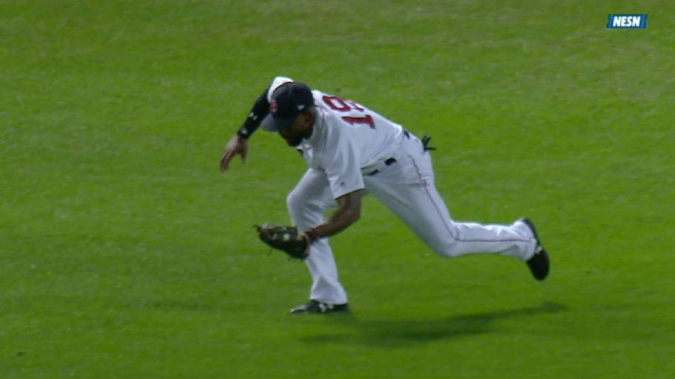 Bradley Jr.'s tumbling catch