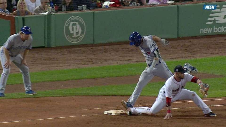 Nunez's slick play at third