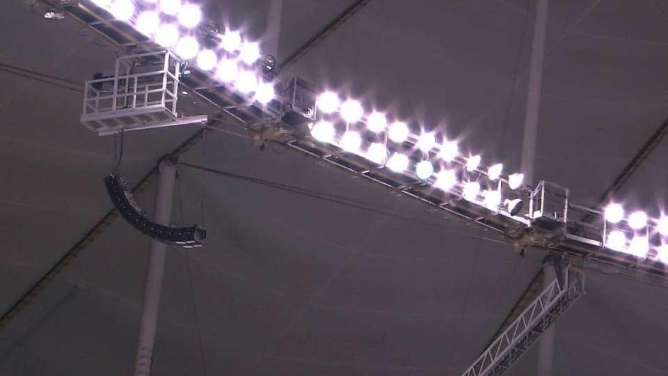 Ramirez's fly ball hits roof
