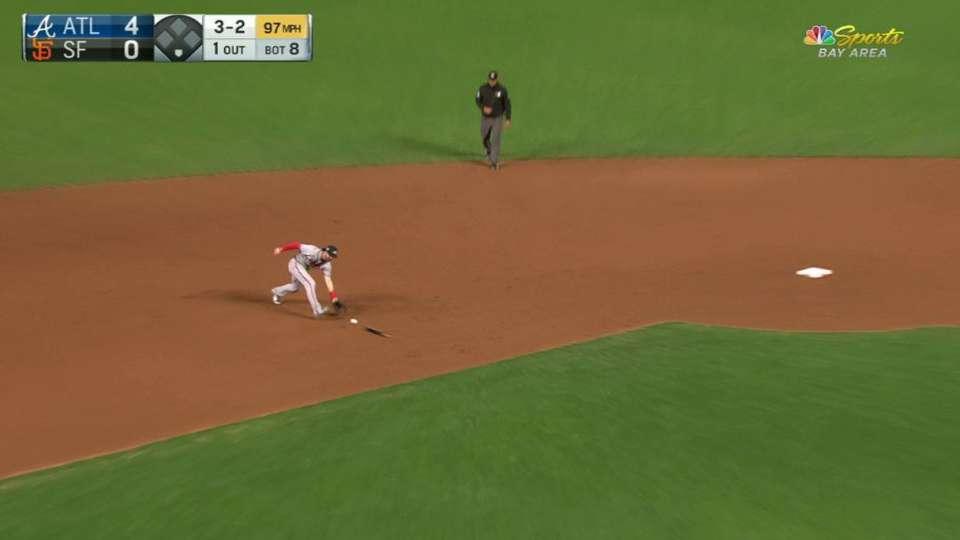 Hernandez's broken-bat single