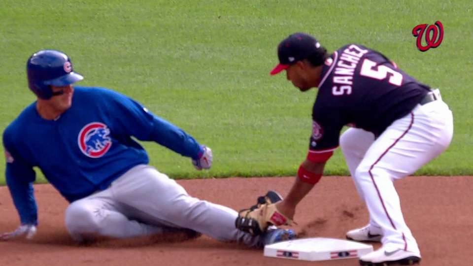 Robles nabs Rizzo at second