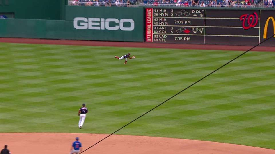 Robles' diving catch robs Rizzo