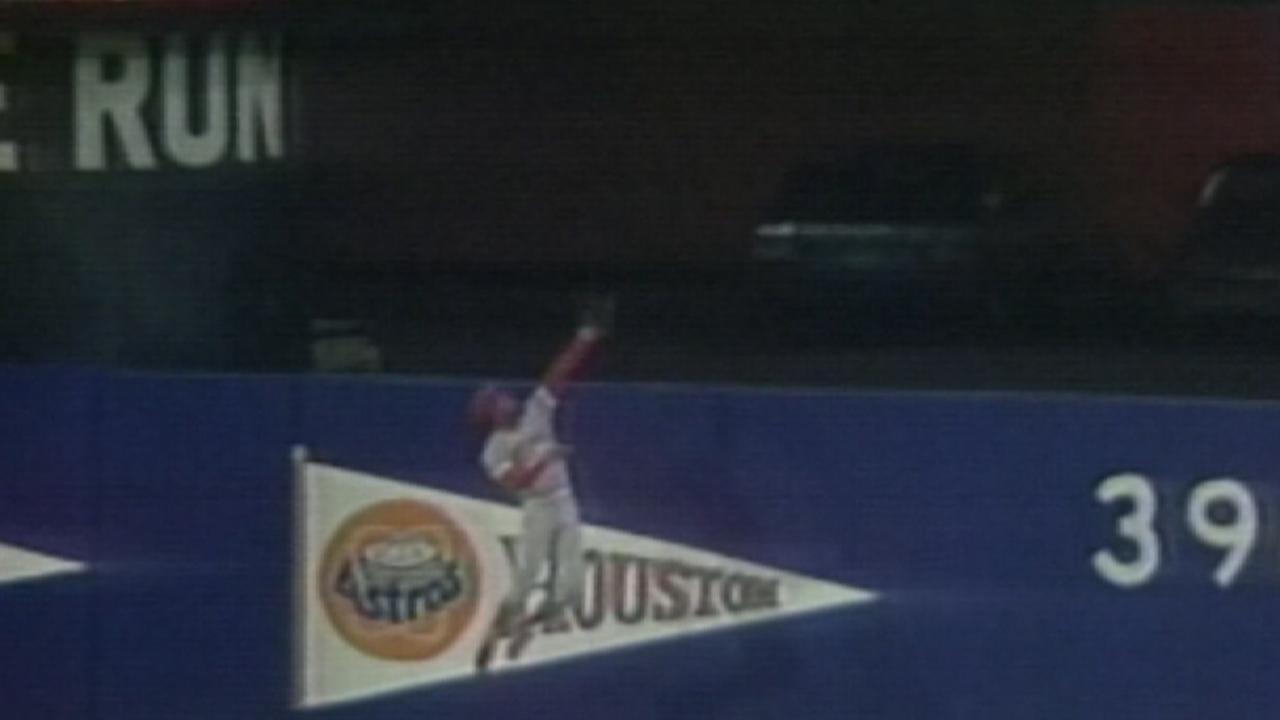 Davis robs Strawberry of homer
