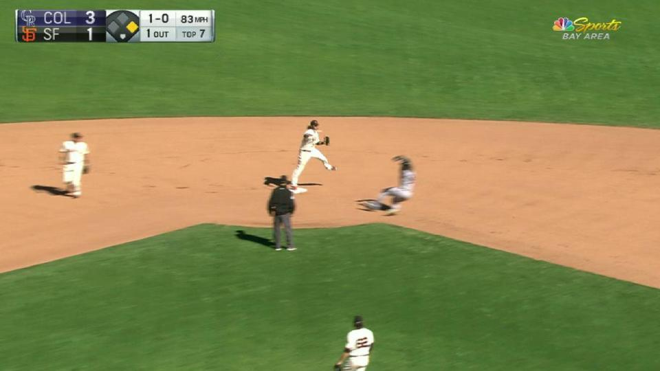 Giants turn double play in 7th
