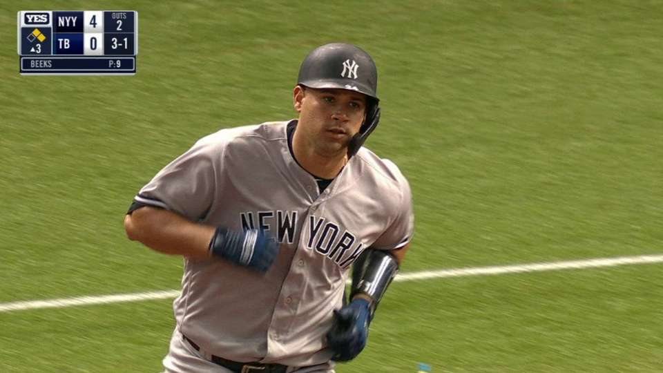 Sanchez golfs a 3-run homer
