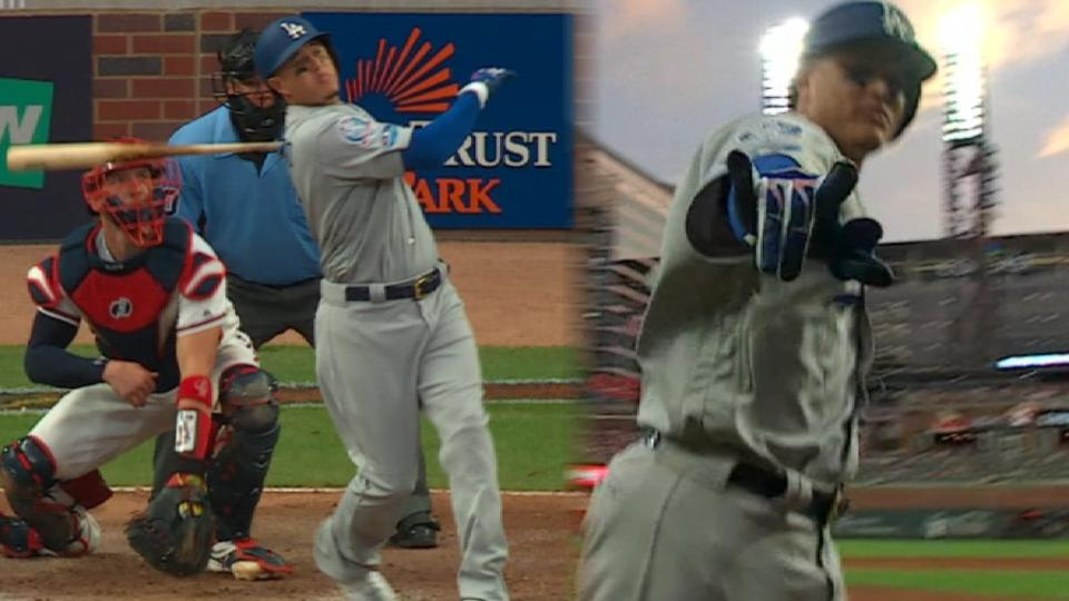 Machado's clutch 3-run homer
