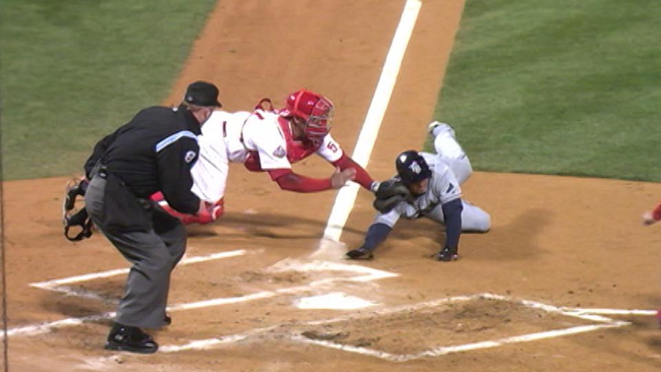 Utley throws out Bartlett