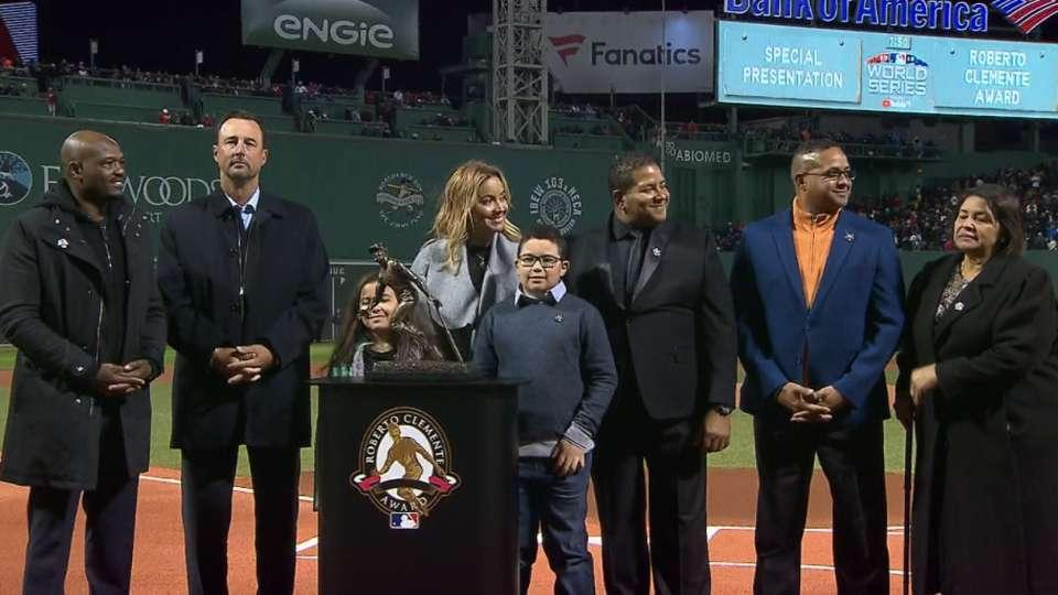 Molina wins Clemente Award