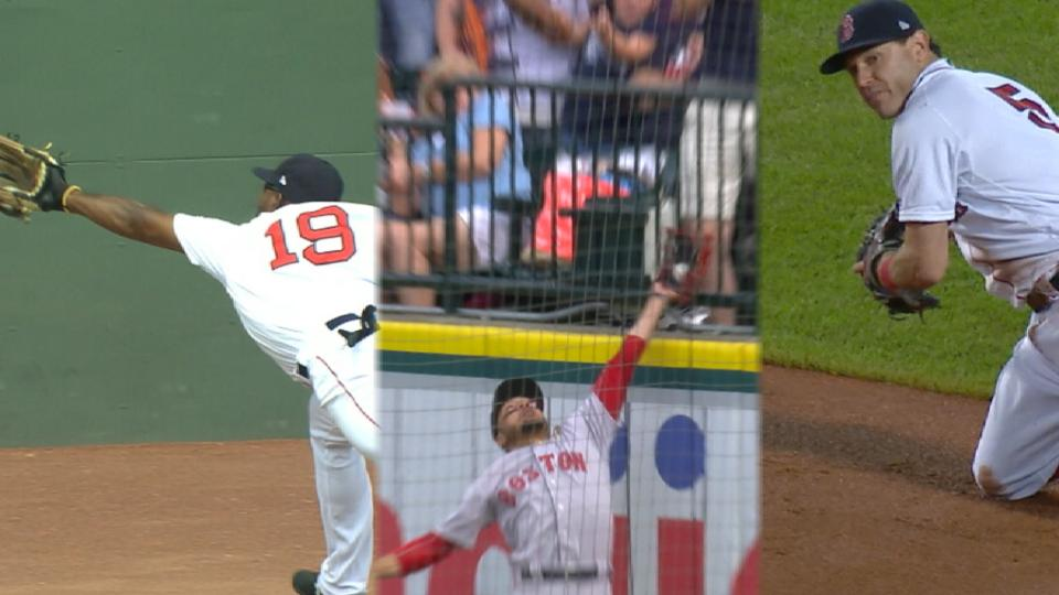 3 Red Sox take home Gold Gloves
