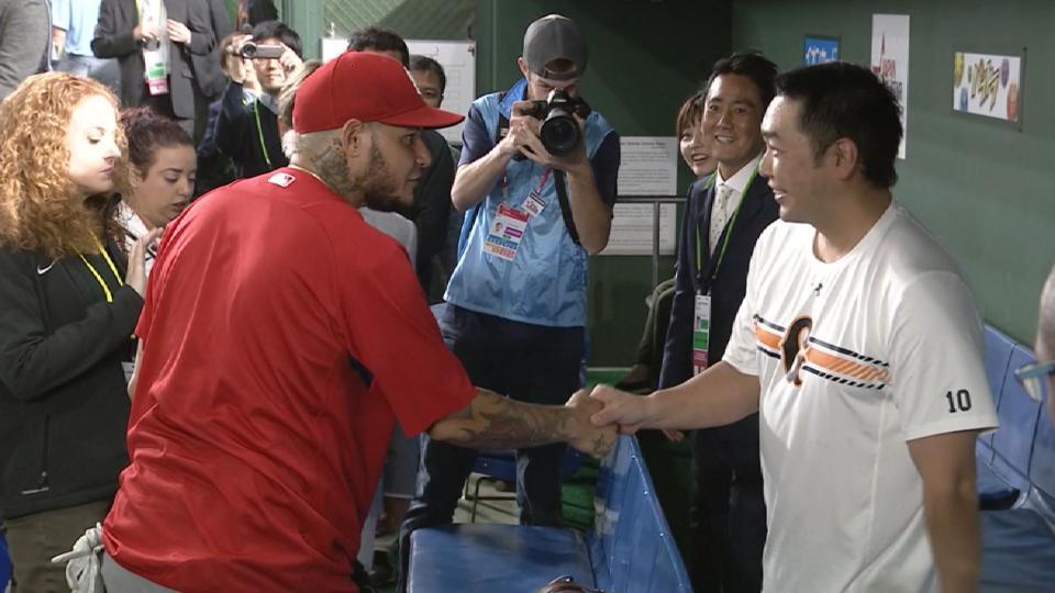 Yadi, Abe pay respects