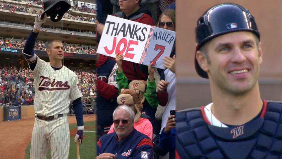 Mauer gets standing 'O', catches