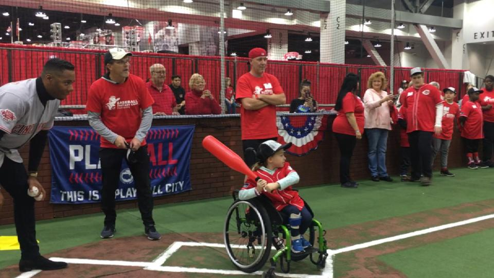 Reds play Miracle League kids