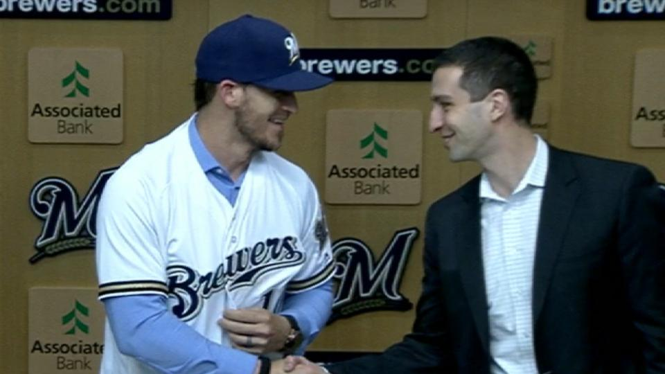Brewers introduce Grandal