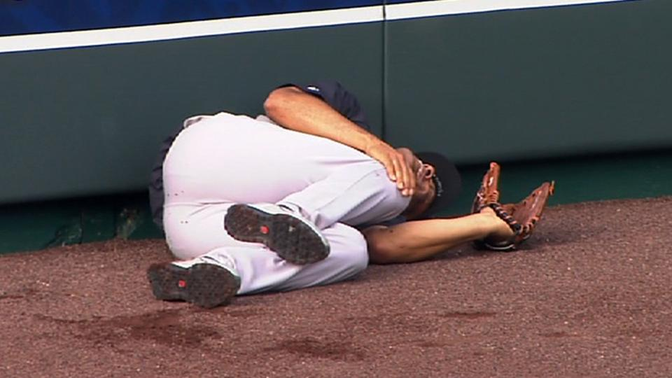 Mo tears ACL in batting practice