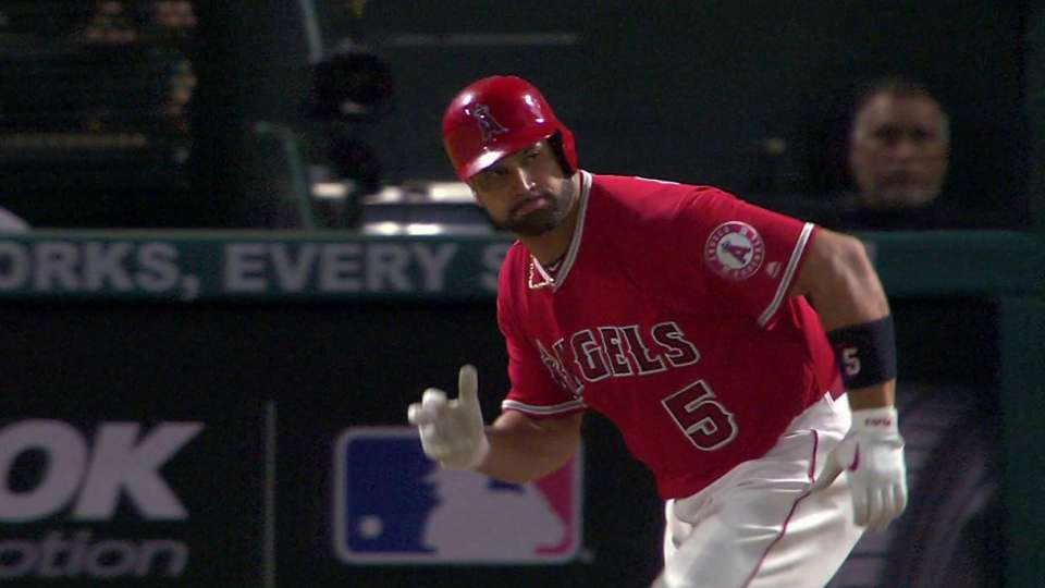 Pujols' 1,000th hit with Angels