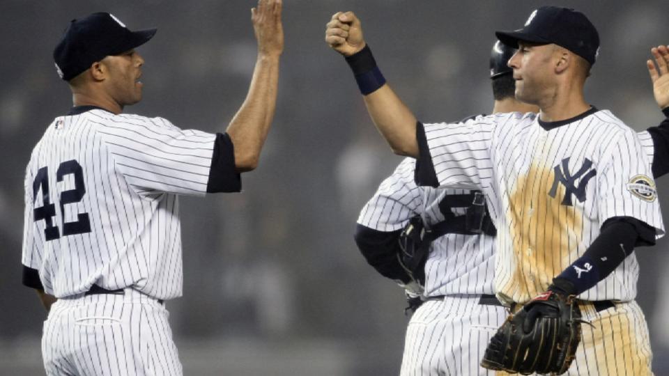 Jeter congratulates HOFer Rivera