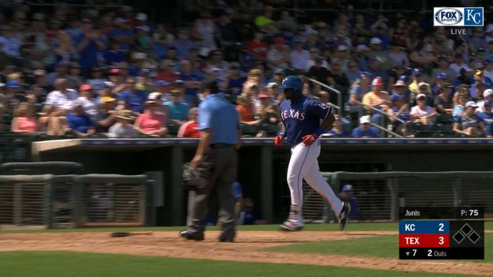 Reed's go-ahead homer in 7th
